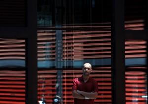 David Escalona fotografiado junto al Museo Reina Sofía