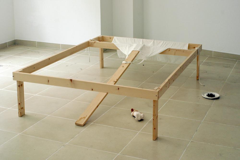 Bajo la cama. Galería Fucares